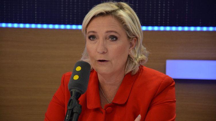 Marine Le Pen, présidente du Rassemblement national, invitée sur franceinfo le 04 juillet 2017. (JEAN-CHRISTOPHE BOURDILLAT / RADIO FRANCE)