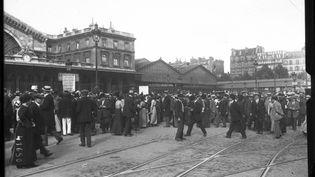 2 août 1914 : premier jour de mobilisation générale, de nombreux Françaisdoivent se rendre dans leur régiment respectif. (©)