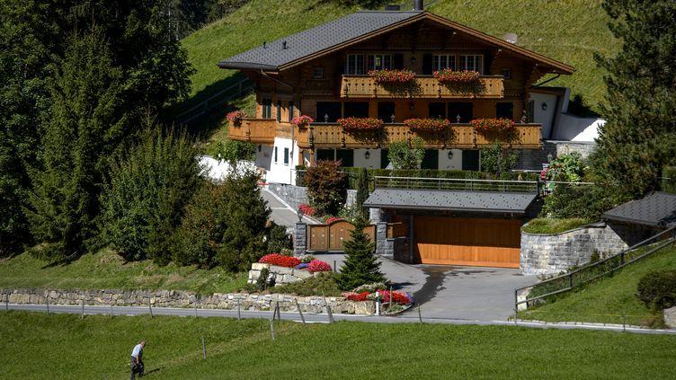 Le chalet appartenant à Johnny Hallyday, à Gstaad, en Suisse, le 20 septembre 2012. (FABRICE COFFRINI / AFP)