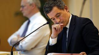 Bruno Le Maire et Gérald Darmanin, le 17 avril 2020, lors d'une conférence téléphonique avec les représentants du secteur touristique, au ministère de l'Economie, à Paris. (THOMAS COEX / AFP)