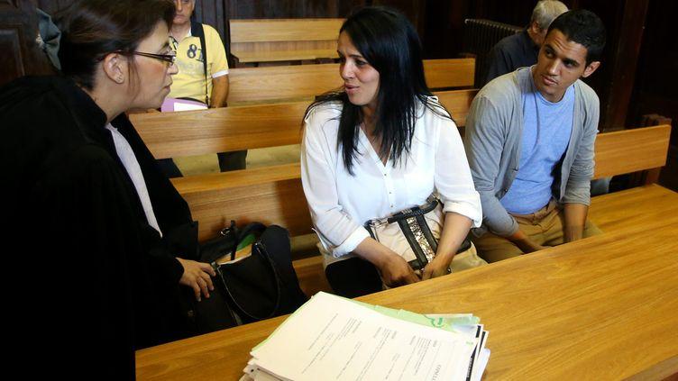 """La mère (C) et l'oncle (D) de Jihad, 3 ans, ont été condamnés à de la prison avec sursis pour """"apologie de crime"""", le 20 septembre 2013 à Nîmes (Gard). (MAXPPP)"""