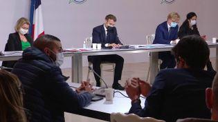 Le président de la République, Emmanuel Macron, à Paris, le 14 décembre 2020, lors d'une rencontre avec des membres de la Convention citoyenne pour le climat. (FRANCEINFO)