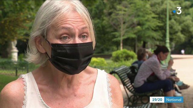 Covid-19 : certains Français continuent de porter le masque à l'extérieur