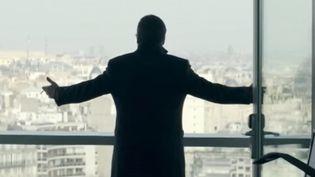 Le 1er novembre prochain sortira sur les écrans le filmCarboned'Olivier Marchal qui raconte l'histoire d'une fraude à la taxe carbone, semblable à celle qui a coûté 1,6 milliard d'euros au fisc français en 2008. (FRANCE 2)