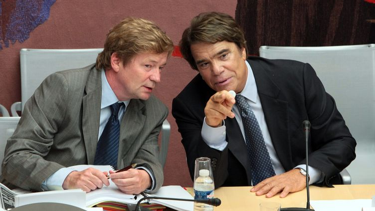 Maurice Lantourne (à gauche) et Bernard Tapie (à droite), le 10 septembre 2008. (JACQUES DEMARTHON / AFP)