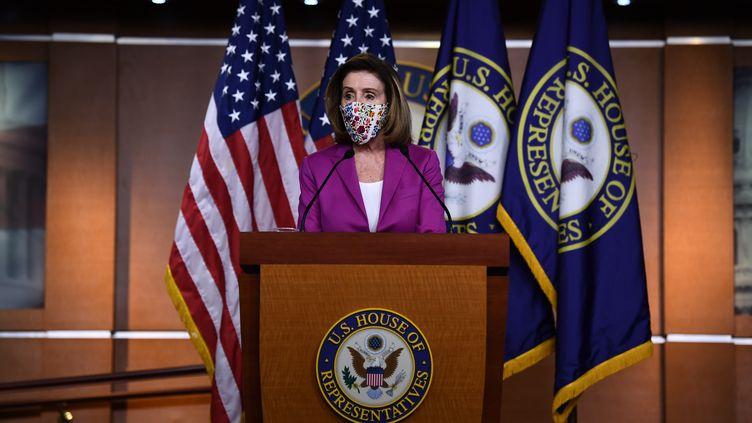 Nancy Pelosi, présidente démocrate de la Chambre des réprésentants des Etats-Unis, lors d'une conférence de presse le 7 janvier 2021 à Washington. (BRENDAN SMIALOWSKI / AFP)