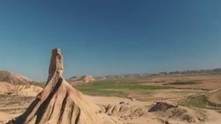 Il n'est pas forcément nécessaire d'aller très loin pour trouver des paysages désertiques grandioses. Le désert des Bardenas, dans le nord de l'Espagne, offre à ses visiteurs une expérience inoubliable. (FRANCE 2)