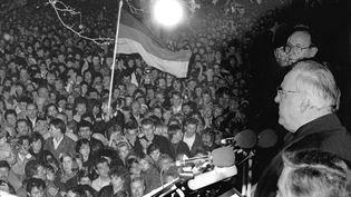 Helmut Kohl face aux Berlinois, le 10 novembre 1989. (DPA / DPA)