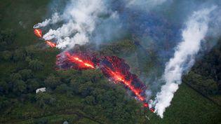 Une coulée de lave du volcanKilauea, à Hawaï, le 18 mai 2018. (TERRAY SYLVESTER / REUTERS)