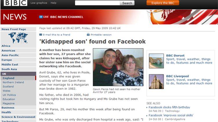 Le site de la BBC affiche une photo de la mère et de son fils (© France)