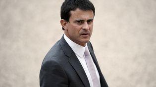 Le ministre de l'Intérieur, Manuel Valls, dans la cour de l'Elysée, à Paris, le 17 mai 2012. (LIONEL BONAVENTURE / AFP)