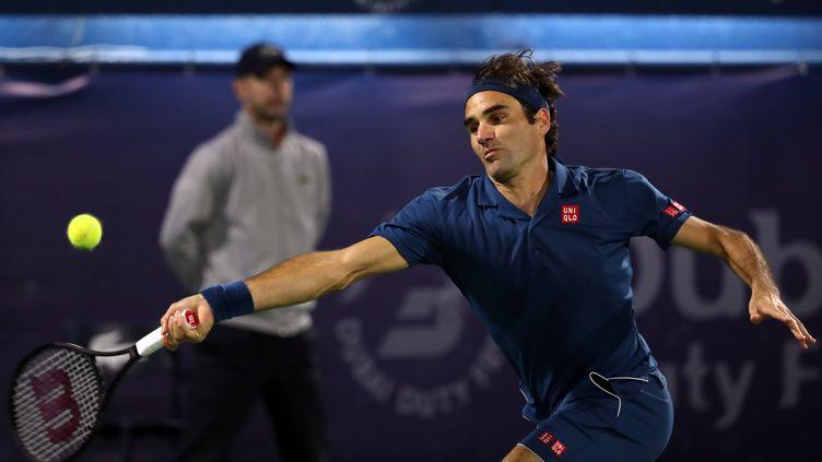 Le tennisman suisse Roger Federer a remporté samedi 2 mars 2019 le tournoi de Dubaï, son 100e titre. (KARIM SAHIB / AFP)