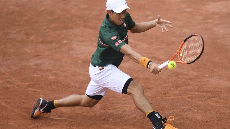 Le Japonais Kei Nishikori sur la terre battue parisienne. (GABRIEL BOUYS / AFP)
