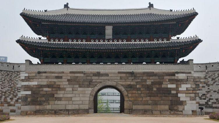A Séoul, la porte Sungnyemun, monument national, a été restaurée (avril 2013)  (Kim Jae-Hwan / AFP)