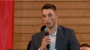 Clément, apprenti en BTS au Creusot (Saône-et-Loire), avait interpellé Emmanuel Macron en public afin d'évoquer sa dyslexie, qu'il a surmontée pour devenir chaudronnier. (FRANCE 2)