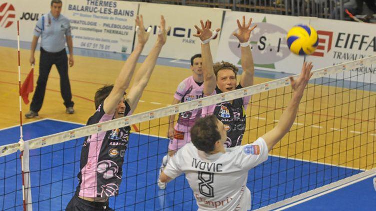Le Paris Volley face à l'Arago de Sète en championnat (VINCENT ANDORRA / MAXPPP)