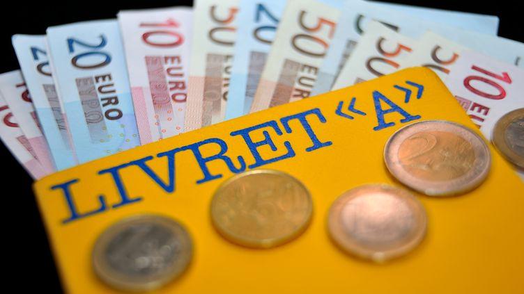 Le taux du Livret A a déjà été baissé de 2,25% à 1,75% le 1er février 2013. (PHILIPPE HUGUEN / AFP)