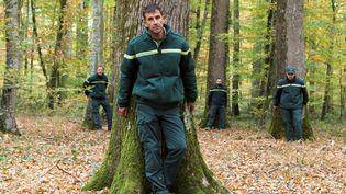 """Des forestiers manifestent contre """"l'industrialisation de la forêt"""", le 25 octobre 2018 à Saint-Bonnet-Tronçais (Allier). (THIERRY ZOCCOLAN / AFP)"""