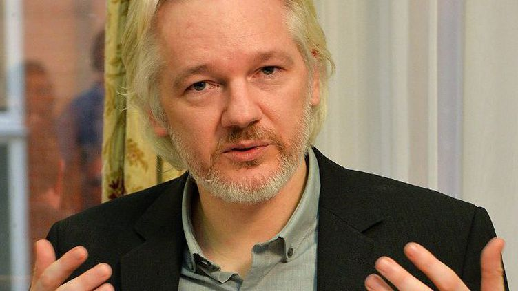 Julian Assange, cofondateur de Wikileaks, lors d'une conférence de presse à l'ambassade d'Equateur à Londres, le 18 août 2014. (John Stillwell/POOL/AFP)