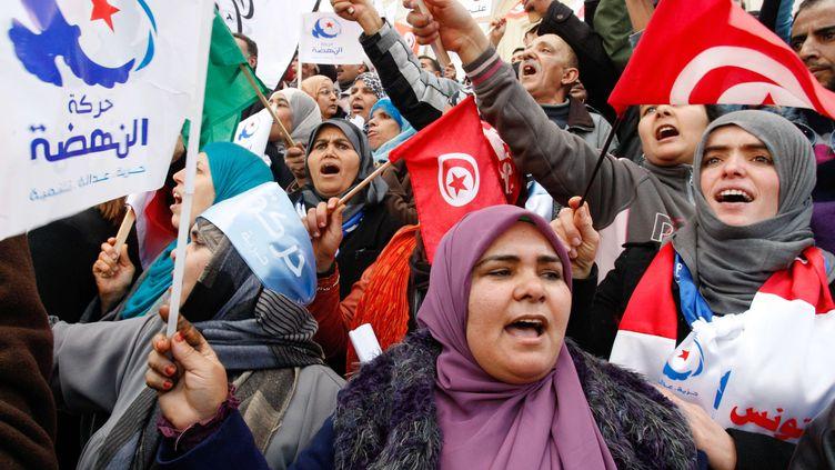 Des partisans du parti islamiste Ennahda manifestent le 16 février 2013 à Tunis. (AMINE LANDOULS / AP / SIPA)