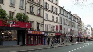 Dans le quartier chinois de Belleville, à Paris, la clientèle se fait rare dans les restaurants et épiceries. (France 3)