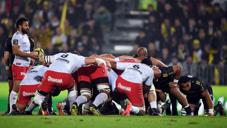 La mêlée sera un secteur important dans ce match entre La Rochelle et Toulon  (XAVIER LEOTY / AFP)