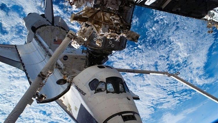 La navette Endeavour, arrimée à la Station spatiale internationale (15 août 2007) (© AFP / Nasa)