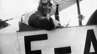 L'aviatrice française Adrienne Bolland, qui a établit le record du monde de loopings (98 en moins de 58 minutes) en janvier 1922. (KEYSTONE-FRANCE / GAMMA-KEYSTONE VIA GETTY IMAGES)