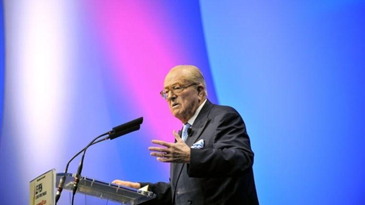 Jean-Marie Le Pen lors de son meeting à Marseille (7 mars 2010) (afp/PATRICK VALASSERIS)