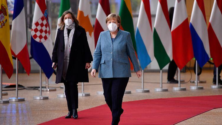 La chancelière allemande, Angela Merkel, arrive au sommet des dirigeants européens à Bruxelles, le 10 décembre 2020. (JOHN THYS / AFP)