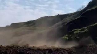 Royaume-Uni : pourquoi les falaises s'effondrent-elles ? (Capture d'écran France 2)