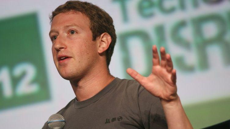 Mark Zuckerberg, patron de Facebook, parle à la conférence TechCrunch Dirupt à San Francisco (Californie, Etats-Unis) le 11 septembre 2012. (KIMIHIRO HOSHINO / AFP)