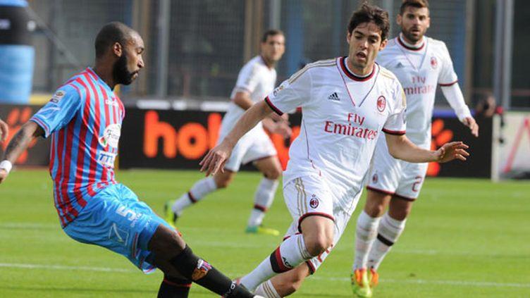 Alexis Rolin, le joueur de Catane face à Kaka (Milan AC)