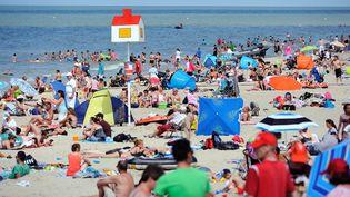 Sur la plage de Malo-les-Bains (Nord), le 25 juillet 2013. (PHILIPPE HUGUEN / AFP)
