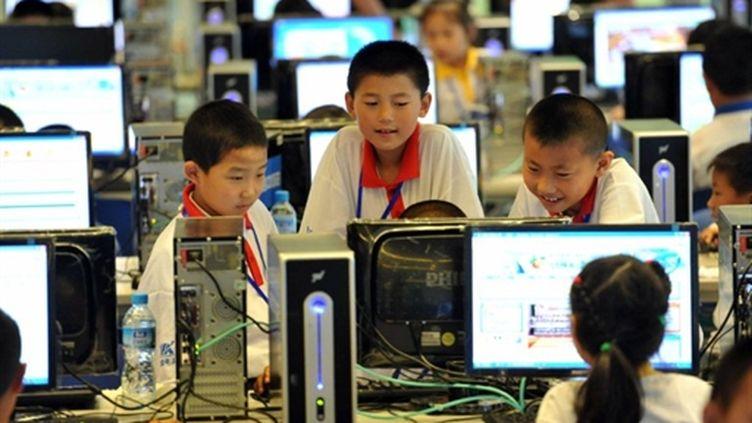 Des enfants chinois jouent sur internet - 07/06/10 (AFP China Out)