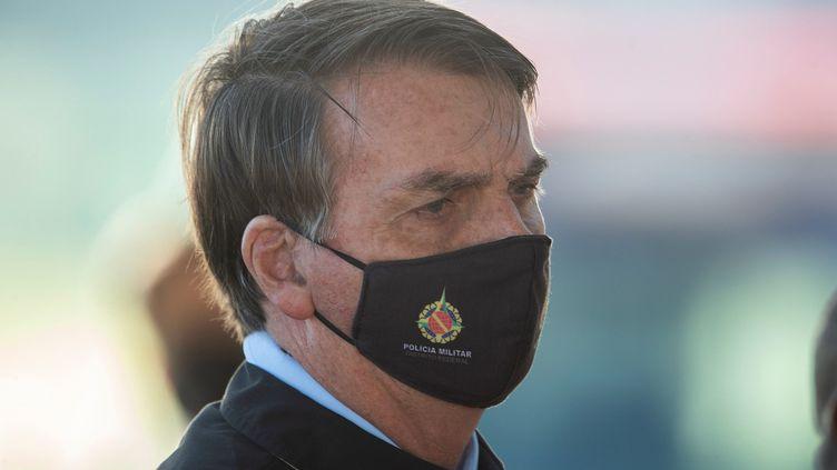 Le président brésilien Jair Bolsonao porte un masque de protection, le 21 mai 2020 àBrasilia. (JOEDSON ALVES / EFE / SIPA)