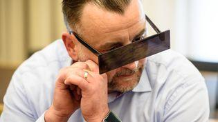 Lutz Bachmann, le fondateur de Pegida, lors de son procès le 19 avril 2016 à Dresde. (JENS SCHLUETER / AFP)