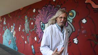 Didier Raoult, professeur de microbiologie, dans les locaux de l'IHU de Marseille, le 3 juin 2020. (CHRISTOPHE SIMON / AFP)