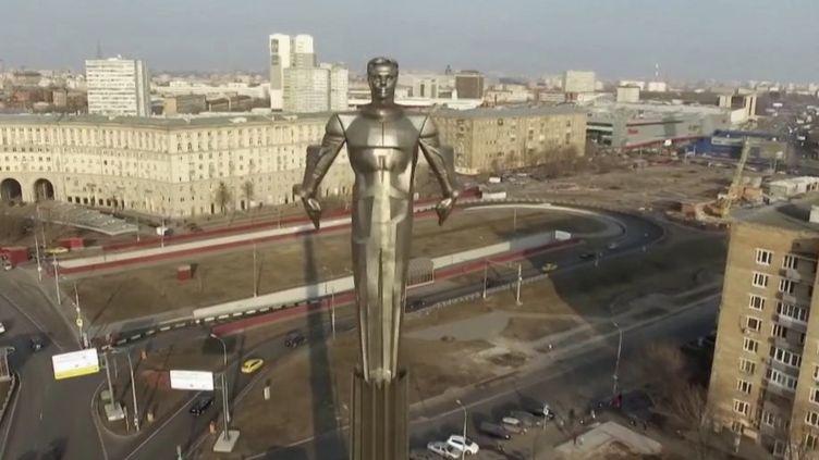 La statue du cosmonaute russe Youri Gagarine à Moscou, en Russie. (CAPTURE ECRAN FRANCE 2)