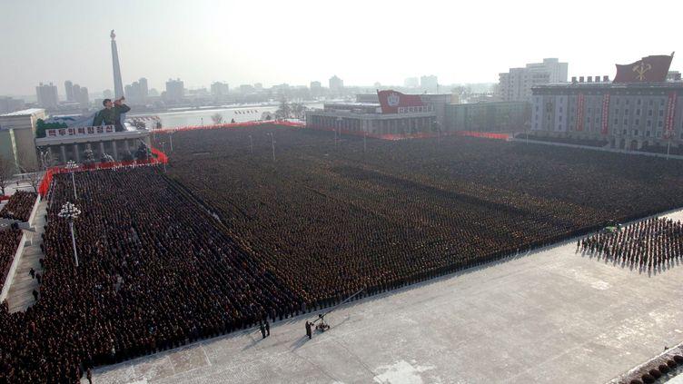 Des miliers de Coréens assistente à la cérémonie d'intronisation de Kim Jong-un, futur leader nord-coréen le 29 décembre 2011. (KCNA / AFP)