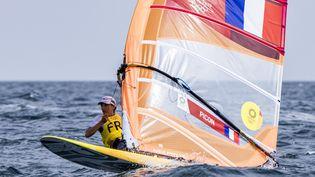 Charline Picon dans les eaux de Kamakura lors des Jeux de Tokyo, le 26 juillet (AGENCE KMSP / KMSP)