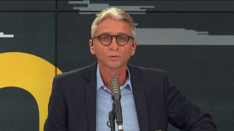 Jean-François Achilli présente les informés de franceinfo. (FRANCEINFO)