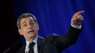 Le candidat à la primaire de droite Nicolas Sarkozy s'adresse à ses partisans lors d'un meeting de campagne à Saint-Maur-des-Fossés, en région parisienne, le 14 novembre 2016. (CHRISTOPHE ARCHAMBAULT / AFP)