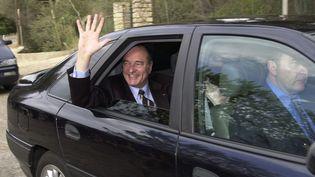 Le président Jacques Chirac lors de son arrivée au fort de Brégançon, le 11 avril 2001. (ERIC ESTRADE / AFP)