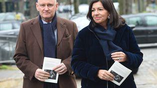 Christophe Girard (à gauche) et la maire Anne Hidalgo, le 1er février 2019 à Paris. (MAXPPP)