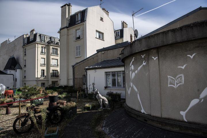 La terrasse de l'appartement parisien de Boris Vian, derrière le Moulin Rouge. (CHRISTOPHE ARCHAMBAULT / AFP)