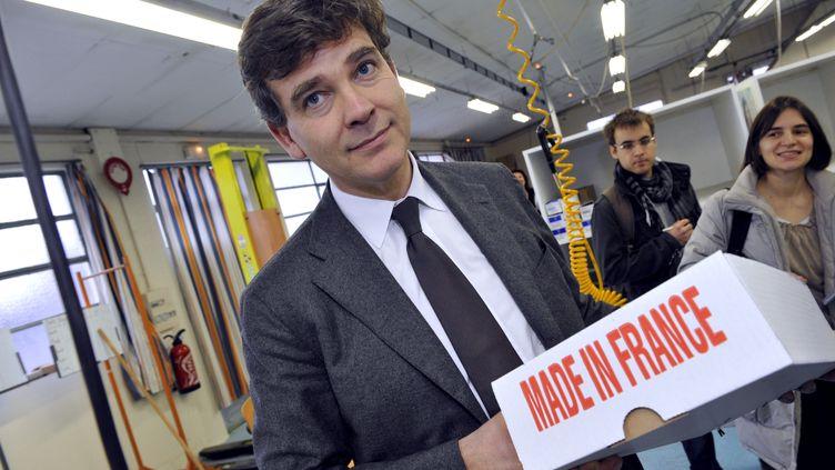 Arnaud Montebourg, nommé ministre du Redressement productif le 16 mai 2012, visite l'usine Lejaby d'Yssingeaux (Haute-Loire), le 20 janvier 2012. (THIERRY ZOCCOLAN / AFP)