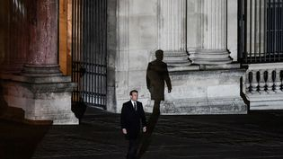 MAI. Le nouveau président de la République, Emmanuel Macron, se dirige vers la tribune pour prononcer son discours de victoire, le 7 mai 2017. Il a été élu face à Marine Le Pen avec 66,1% des suffrages. (PHILIPPE LOPEZ / AFP)