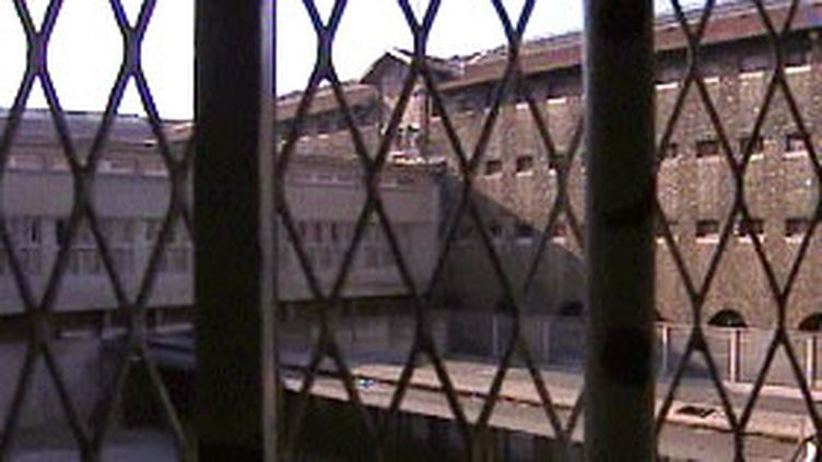 En prison (ici, celle de la Santé à Paris) (© France)
