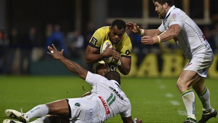 Le Clermontois Peceli Yato (avec le ballon) (THIERRY ZOCCOLAN / AFP)